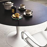 Tavolo moderno con piano tondo