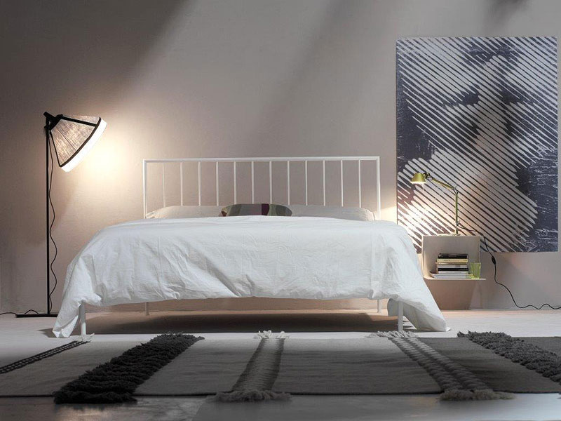 Intreccio Light, Letto minimale in metallo, stile contemporaneo
