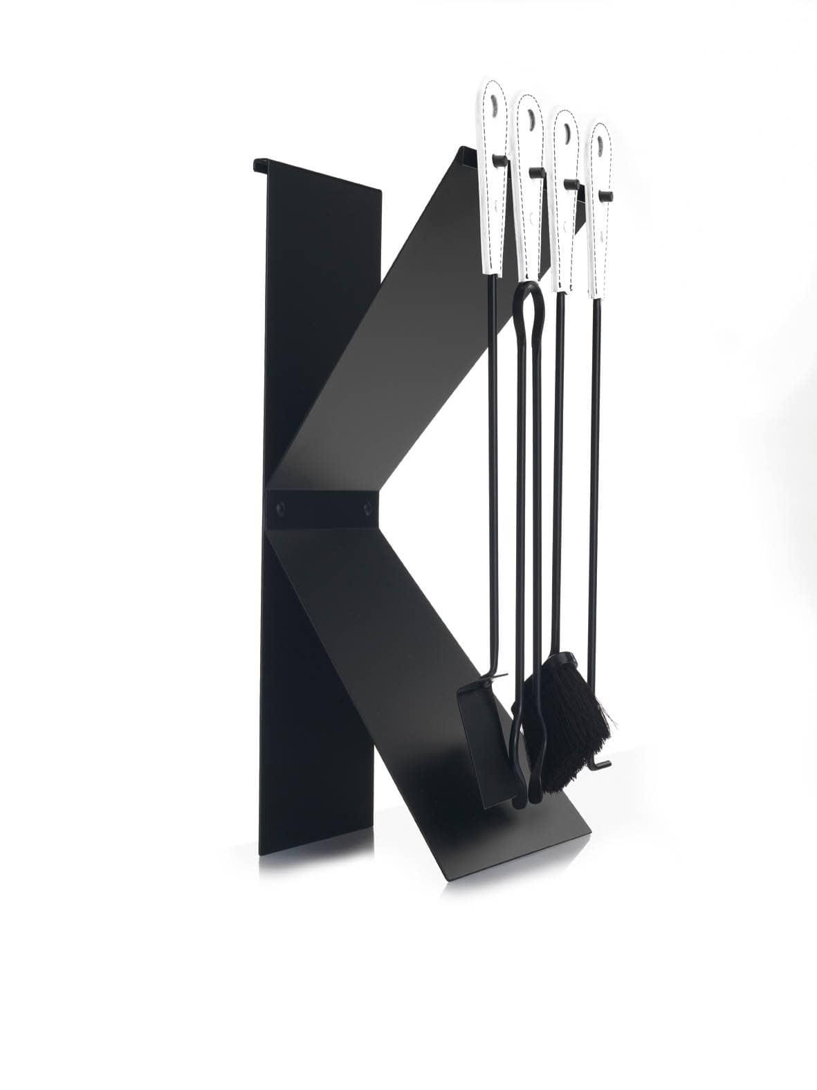 Kappa Lux, Portaferri in acciaio verniciato, con inserti in cuoio