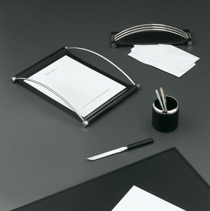 Master, Accessori scrivania in ecopelle con particolari in acciaio