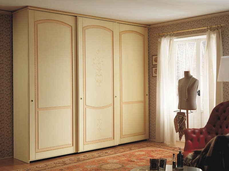 Armadi Classici In Decape.Armadio Ad Ante Scorrevoli Design Classico Finitura Tempera Decape