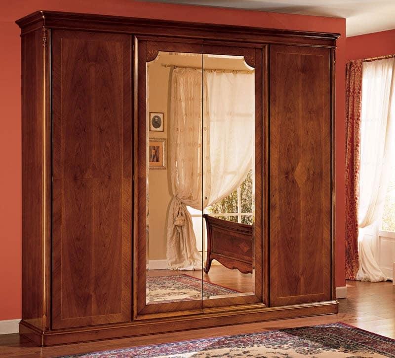 Armadio in legno decorato a mano in stile classico for Armadi di design