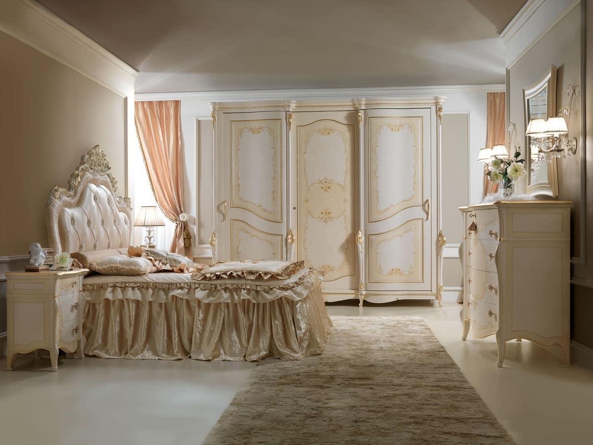Armadio laccato con decorazioni dorate per alberghi for Decorazioni adesive per mobili