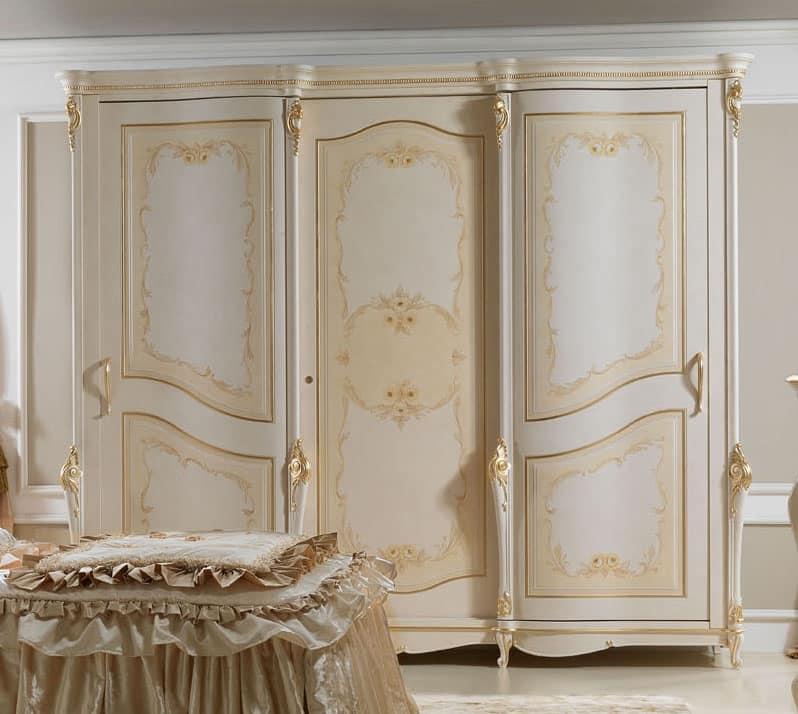 Perla Armadio, Armadio laccato, con decorazioni dorate, per alberghi