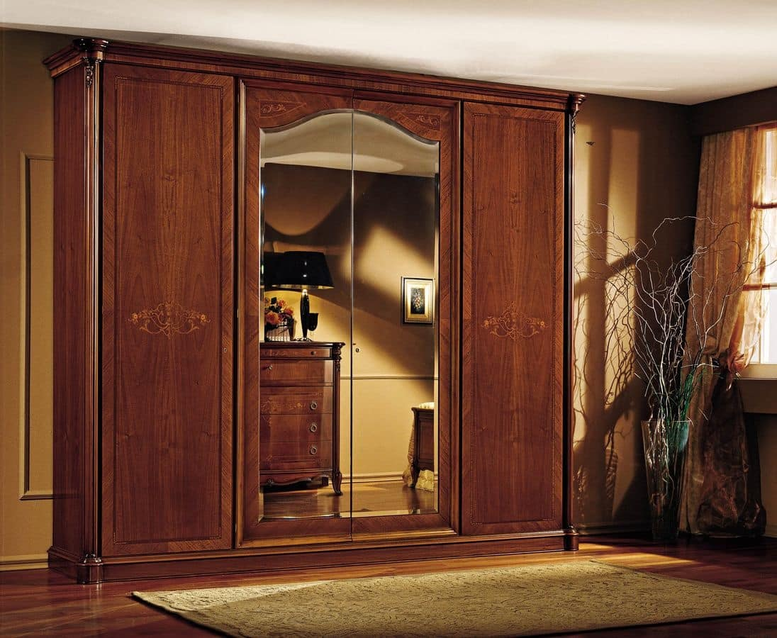 Armadio di lusso, in vero legno di noce, con intagli ed ...
