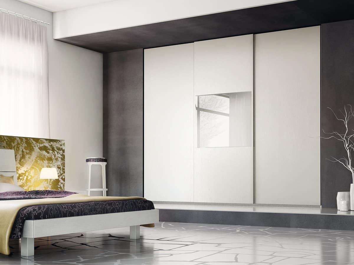 Armadio lineare con specchiera sulla porta centrale - Armadi design moderno ...