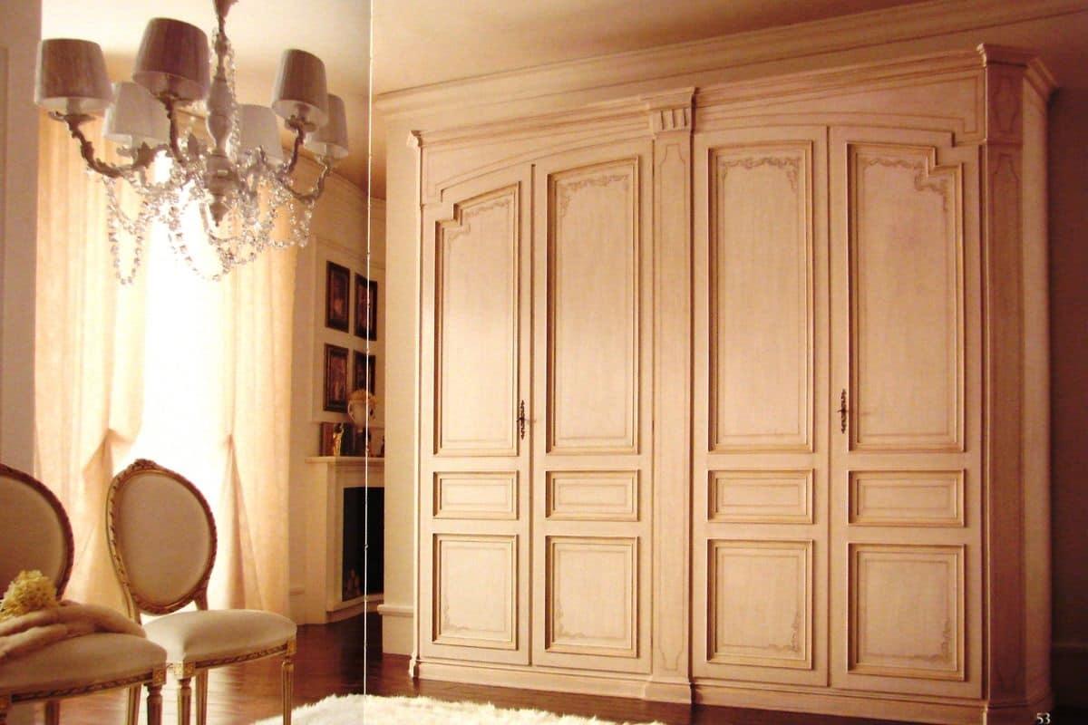 Armadio classico con 4 ante laccato con decorazioni for Greche adesive per camere da letto