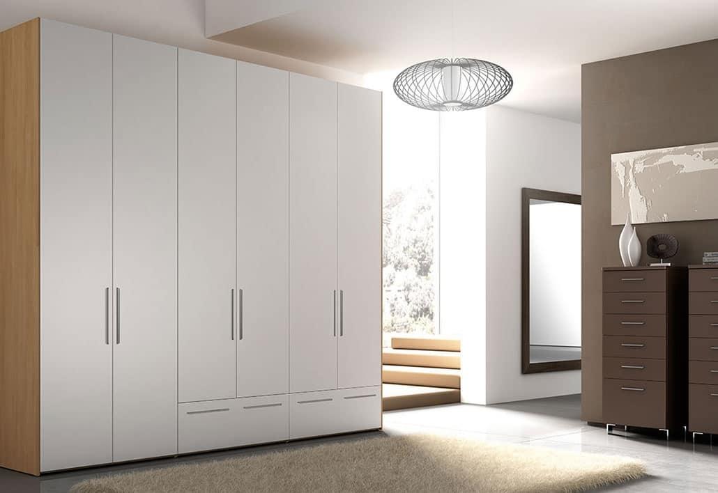 Armadio con maniglie in alluminio per camere da letto for Armadi grandi per camere da letto