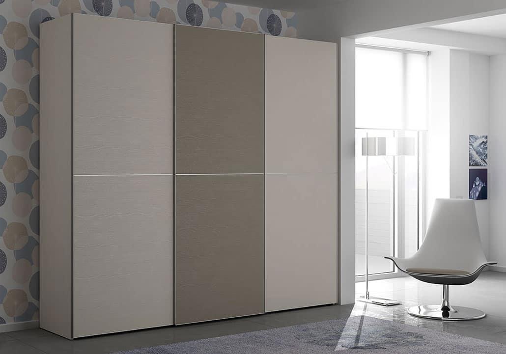 Armadio con 3 porte scorrevoli in diverse finiture idfdesign - Armadio con porte scorrevoli ...