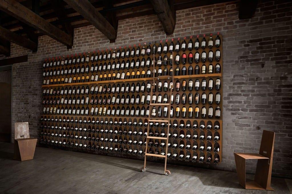Portabottiglie modulare a parete o da terra idfdesign for Arredamento cantina vino