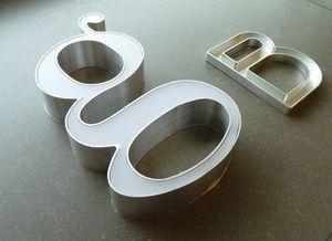 Insegna luminosa in alluminio, Insegne e targhe in metallo per negozi e locali pubblici