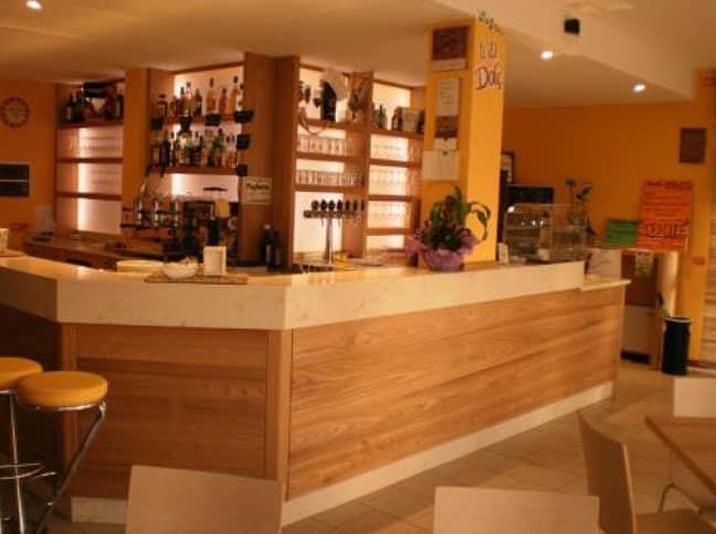 Soluzioni ristorazione hotel arredamenti su misura bar for Arredamento giornali