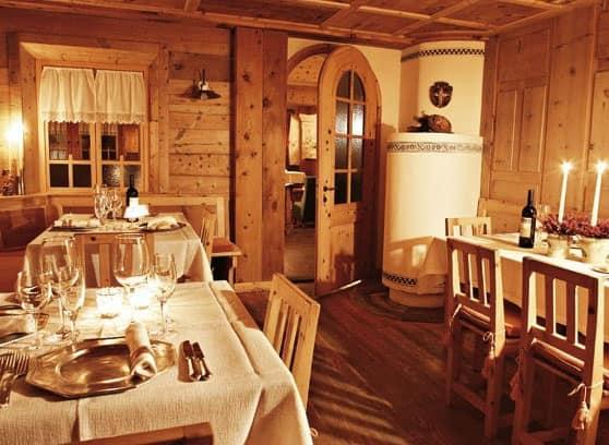 Arredamento rustico per agriturismo realizzato su misura for Arredamento ristorante rustico