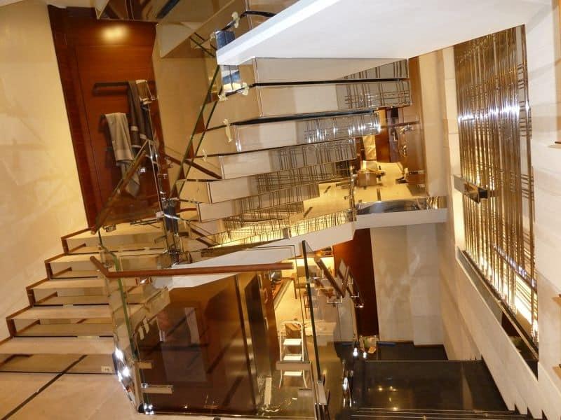 Scala monumentale per showroom, costruzione ed installazione  IDFdesign
