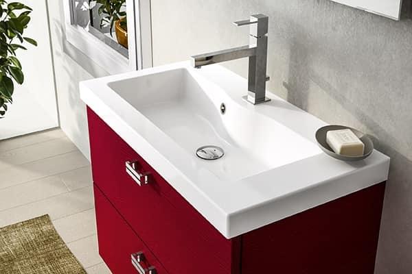 Mobile da bagno rosso con lavabo in ceramica idfdesign