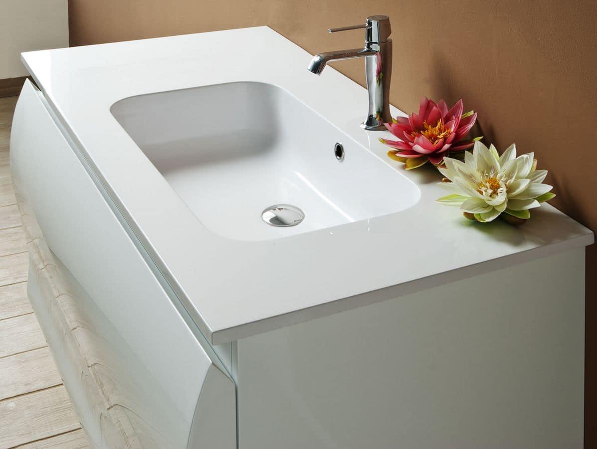 Composizione bagno con mobile bagno e specchiera in stile moderno  IDFdesign