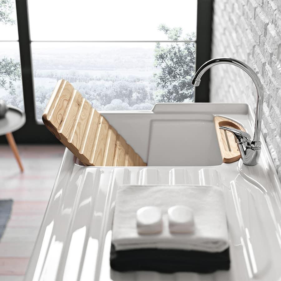 Mobiletto bagno con vari complementi d 39 arredo idfdesign - Complementi bagno design ...