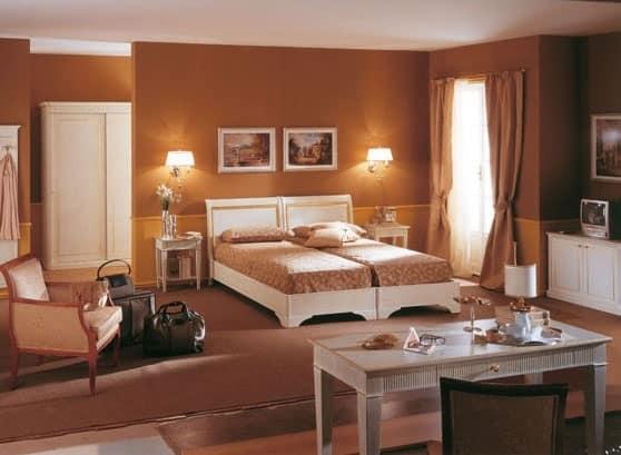 Collezione Este, Arredo Camera Hotel, Finitura Spazzolata Bianco,  Decorazioni Foglia Oro