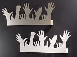 People, Appendino moderno in metallo, a forma di mani