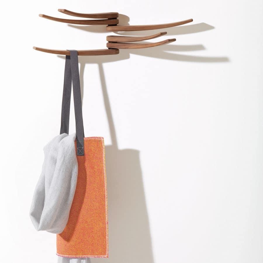 Portabiti elegante da parete in legno linee ondulate - Portabiti in legno ...
