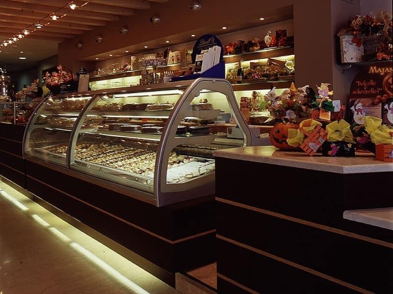 Soluzioni ristorazione hotel banchi retrobanchi for Bar ai portici