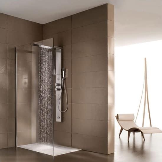 Cabina doccia multifunzione per villaggio turistico for Gruppo doccia