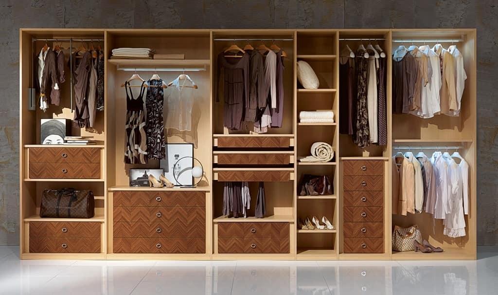 Cabina armadio con appendiabiti cassetti e mensole idfdesign - Moduli per cabina armadio ...