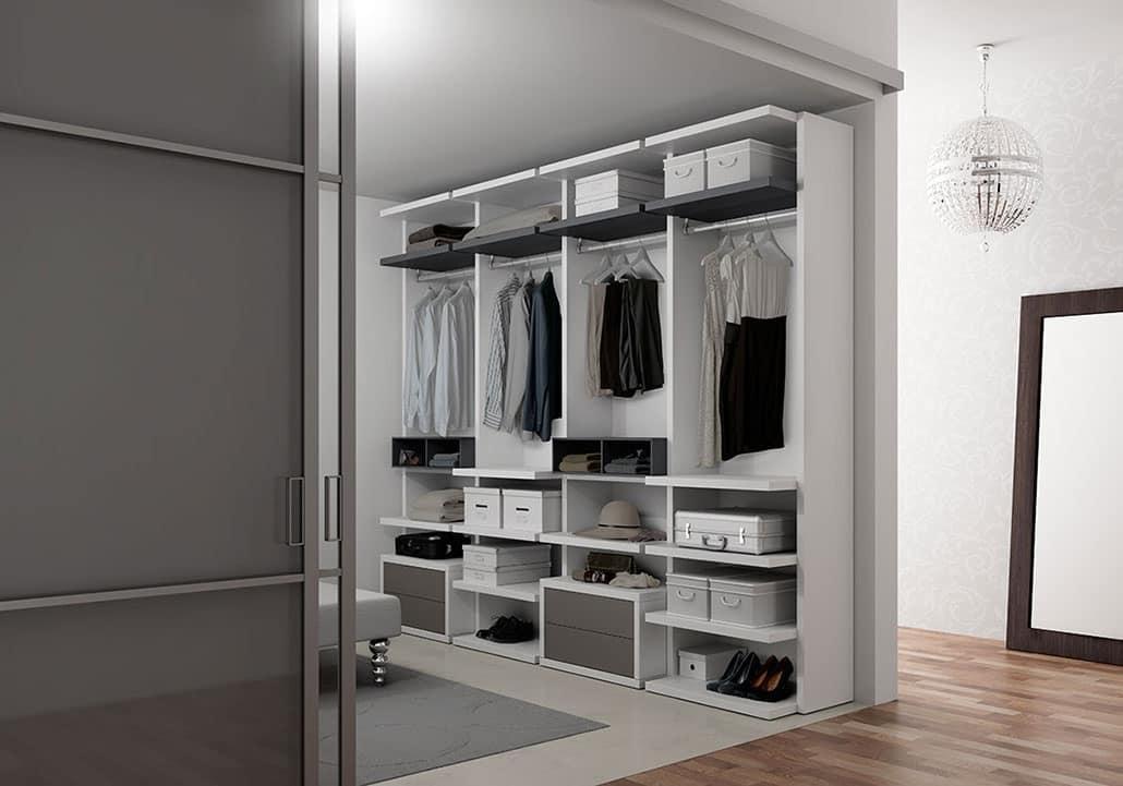 Cabina armadio in frassino, con scarpiera e mensole | IDFdesign