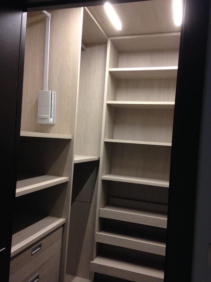 Cabina armadio su misura con scaffalature idfdesign for Armadio aperto
