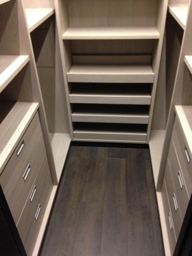 Cabina armadio su misura con scaffalature idfdesign - Scaffali per cabine armadio ...