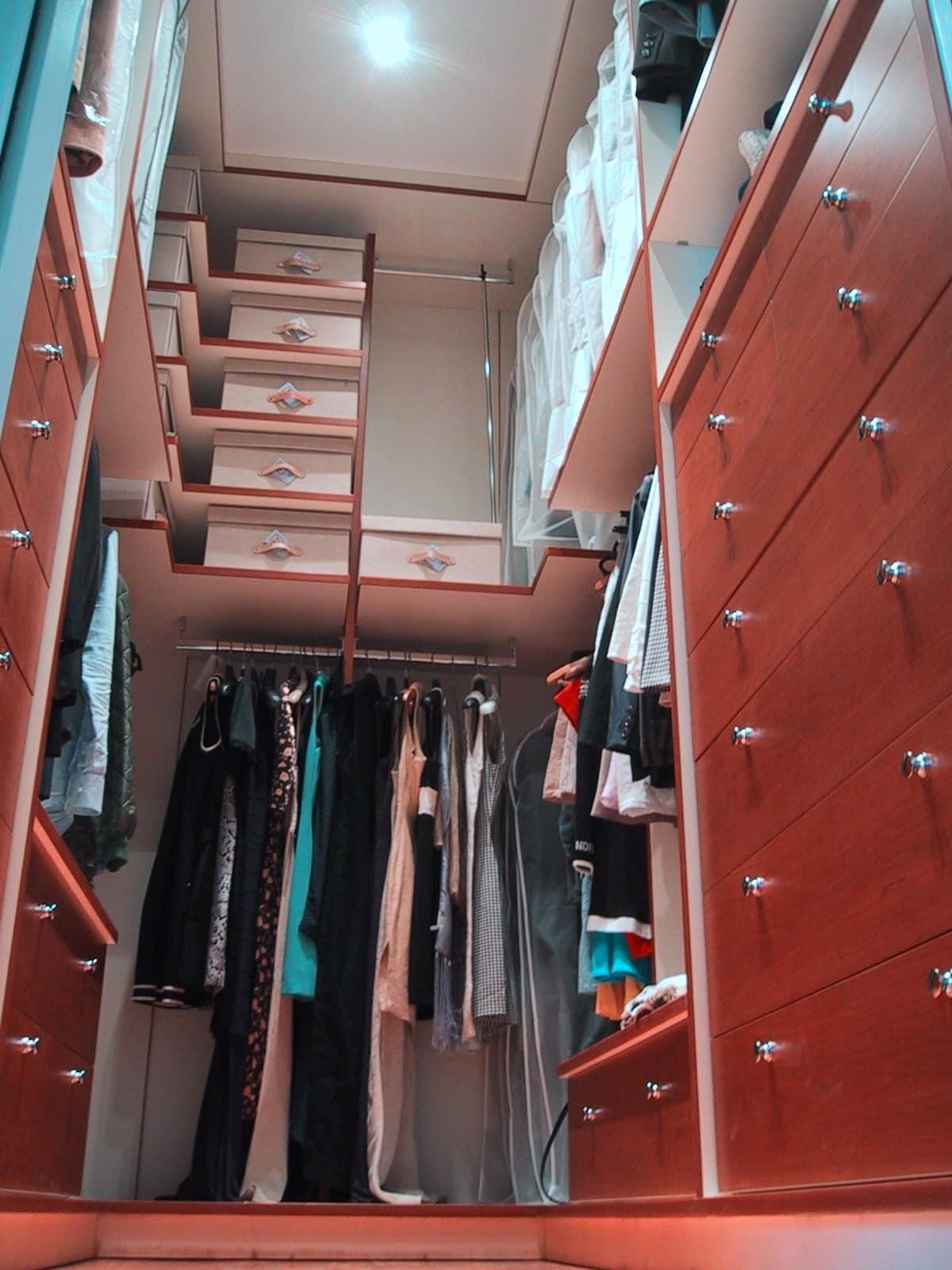 Cabina armadio attrezzata realizzata su misura idfdesign - Tende per cabina armadio ...