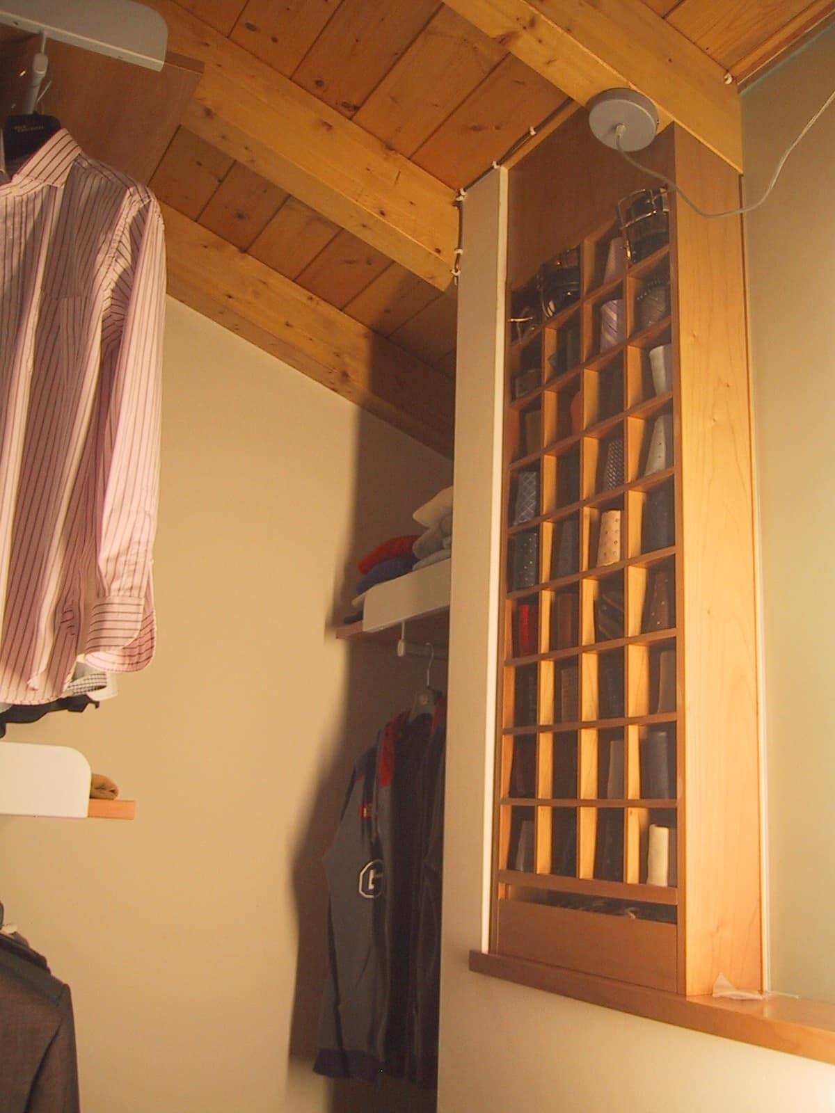 Cabina armadio con ante scorrevoli in vetro per mansarda - Soluzioni per cabina armadio ...