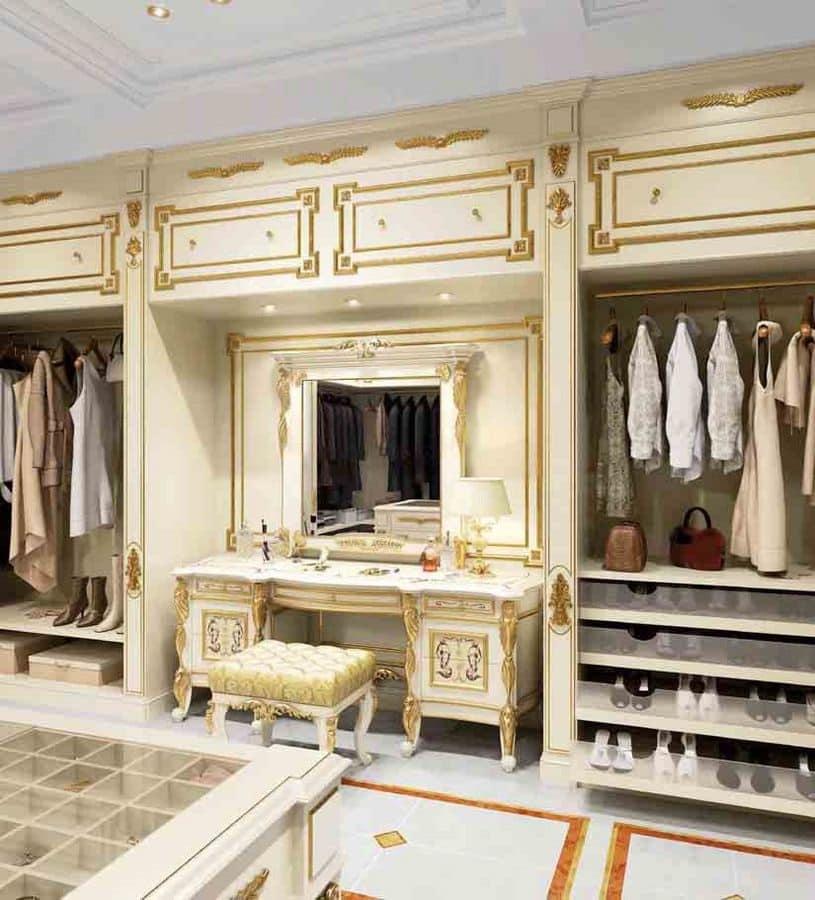 Vanity, Arredo per cabina armadio di colore bianco con decori oro