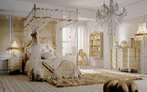 Romeo, Cameretta con letto a baldacchino, decorazioni oro