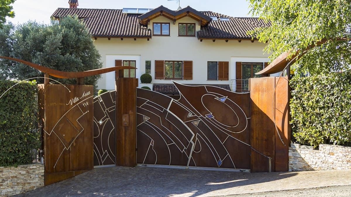 Cancello con porta in acciaio e inserti in vetrofusione - Cancello porta ingresso ...