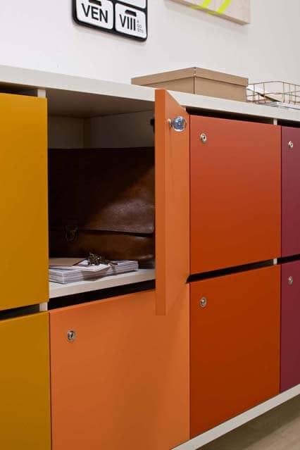 Armadietti multicolore con chiusura a chiave per uffici for Mobile con chiave per ufficio