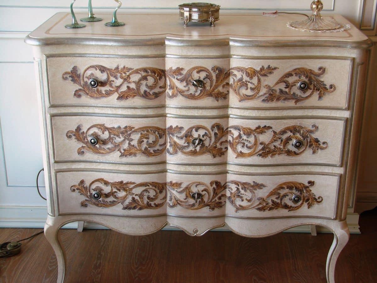 Com classico di lusso laccato bianco con decorazioni idfdesign for Mobili bagno di lusso