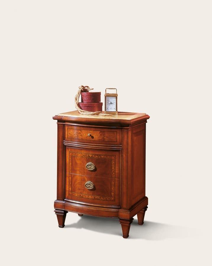 Comodino classico chic la scelta giusta variata sul for Design classico della casa