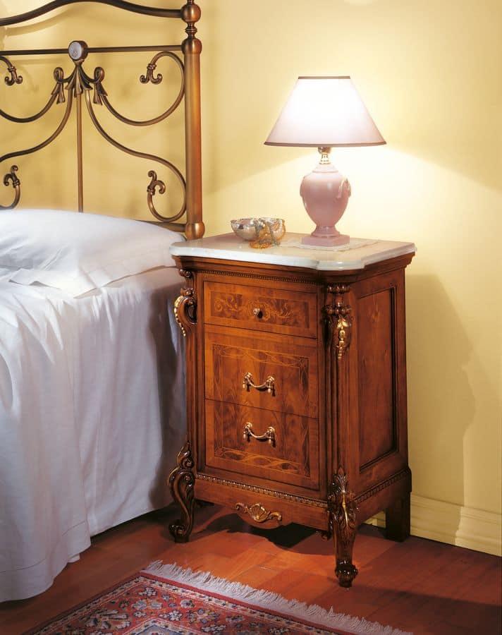 Comodino in noce per camere da letto classiche idfdesign - Camere da letto classiche di lusso ...