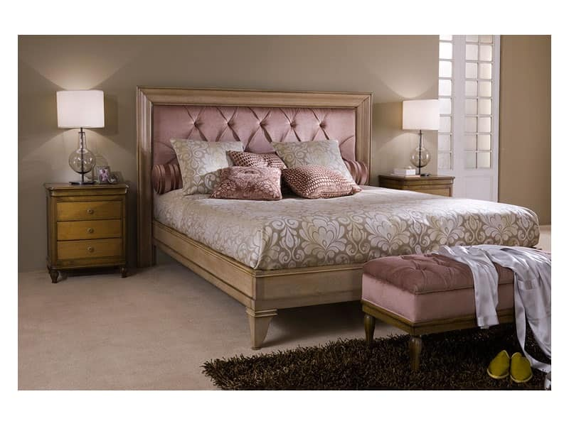 Comodino in legno per camera da letto stile classico for Design della camera di lusso