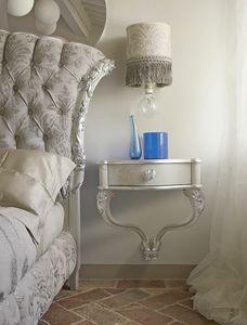 Carpi comodino, Comodino da parete con decorazioni artigianali