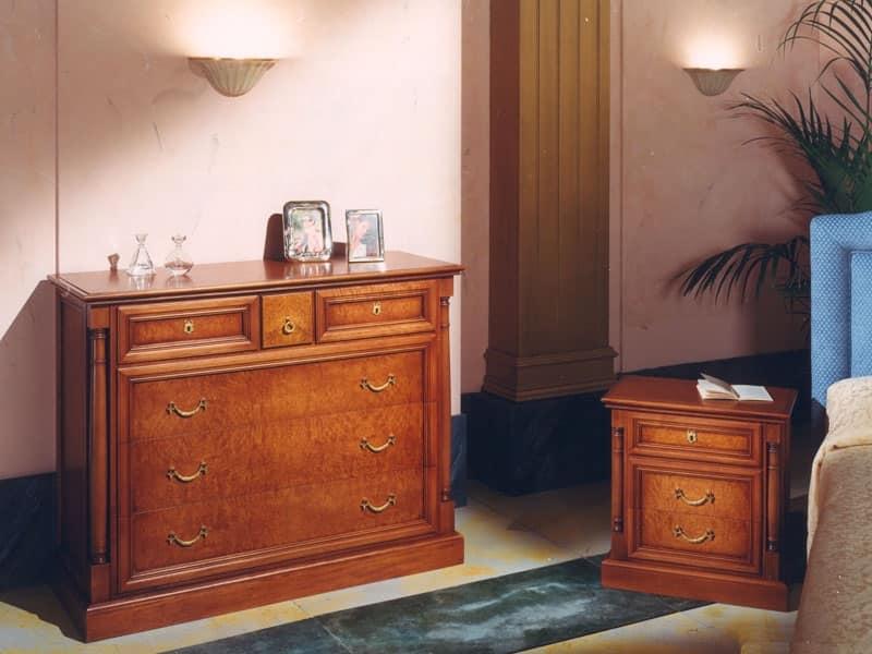 Comodino in legno per camere da letto stile classico idfdesign - Camere da letto stile classico ...