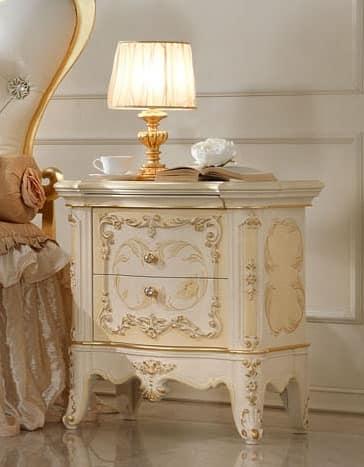 Comodino in legno lavorato a mano per camere di lusso for Gruppo mobili