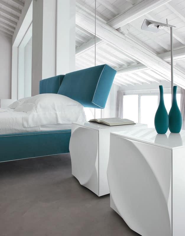 Comodino in laminato con ante stampate per camere idfdesign for Comodini moderni