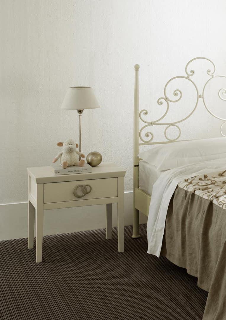 Comodino in legno massello, per camere da letto eleganti | IDFdesign