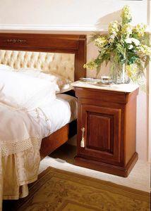 Romantica comodino, Comodino dal design tradizionale