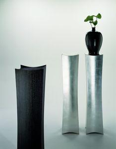 2109 Cham, Elegante colonna portavaso