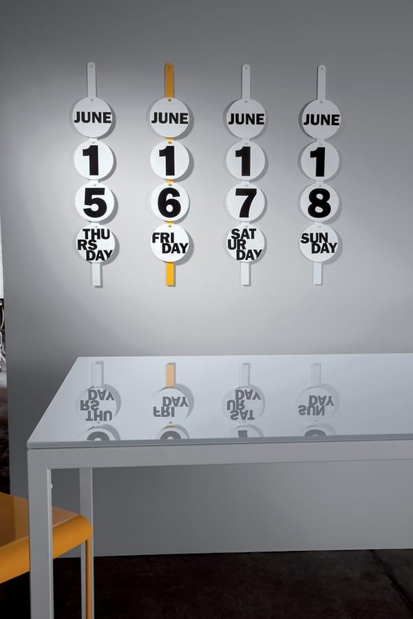 Didi perpetuo, Calendario perpetuo da muro in metallo laccato