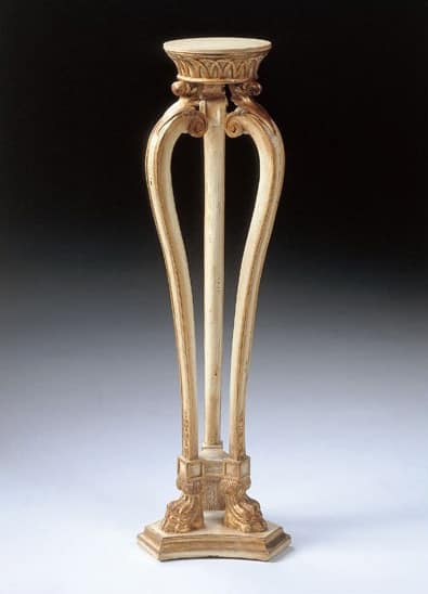 Art. 1115, Tavolino porta vaso, in stile classico, intagliato
