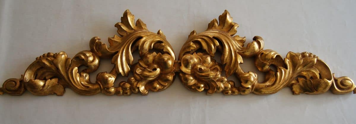 Fregio decorativo in legno dorato con motivi floreali for Fregi decorativi